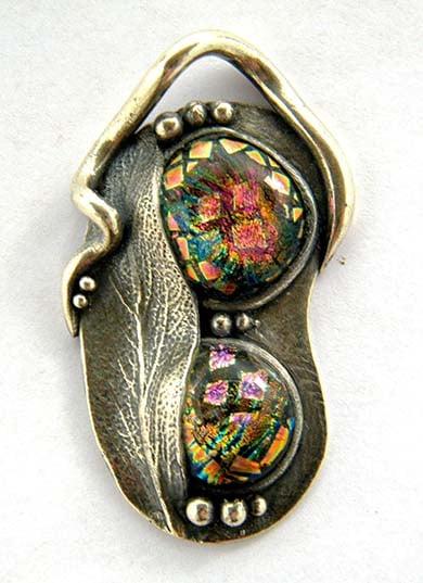 Image of a glass set pendant